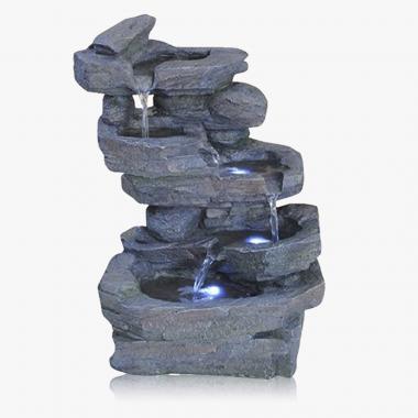Beleuchteter Brunnen in Steinoptik